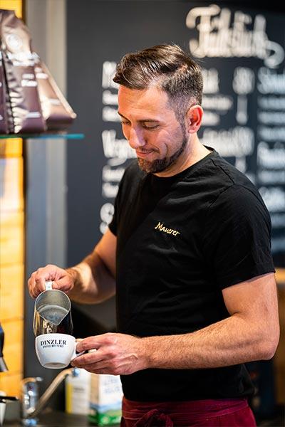 Freundliches Personal, Cafe Mauerer, Schillerstraße, Karlsfeld
